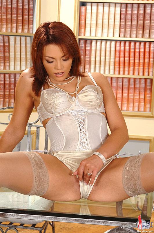 порно дрочка в библиотеке