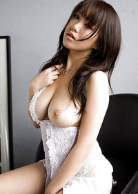 Lusty Asian Babe Big Boobs Pics