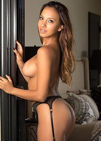 Luscious Arianna strips