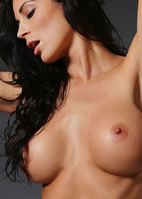 Gorgeous Rachelle Hot Nude Pics