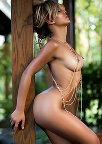 Tanned naked beauty