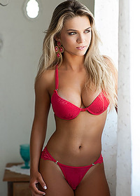Amanda Sagaz Brazilian Bedroom Curves