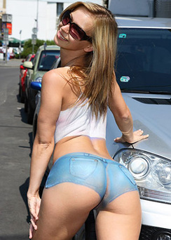 Sexy Susana Spears Wears Painted Shorts And Top