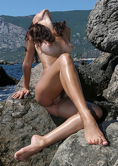 Olivia Sexy Naked Girl By The Sea