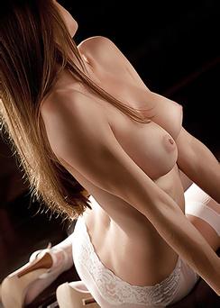 Sensual And Erotic Girl Amber Sym Enjoys Nude Art