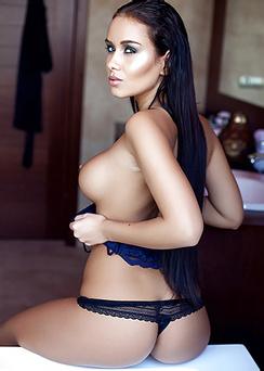 European Supermodel Vivien Gets Dripping Wet