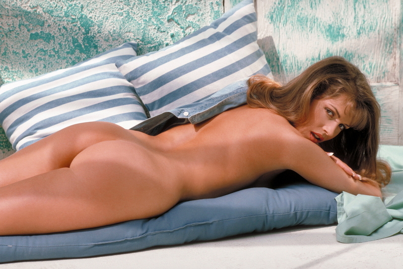 Lori Michaels lays out nude in the cabana - digitaldesire