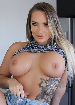 Buff MILF Cali Carter Making Sensual Blowjob